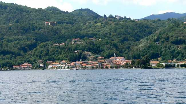 Pettenasco vista lago paese
