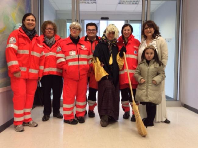 Volontari soccorso san maurizio dopaglio e befana caposala pediatria Piralla
