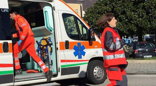 ambulanza infermieri corsa