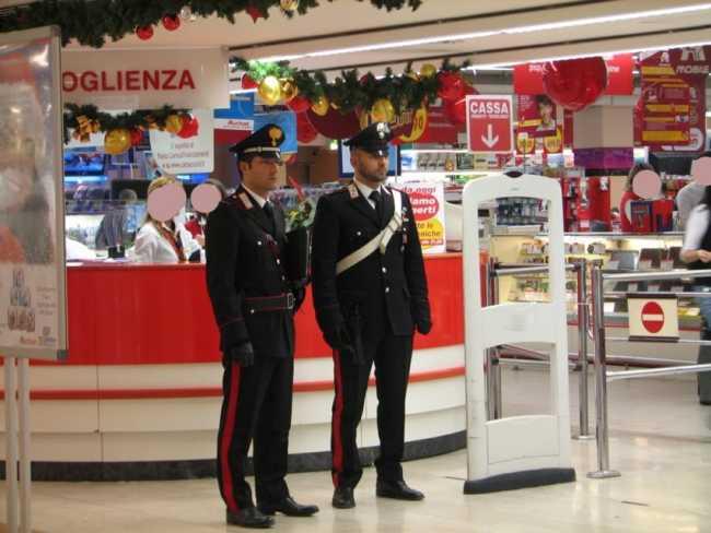 carabinieri supermercato generico