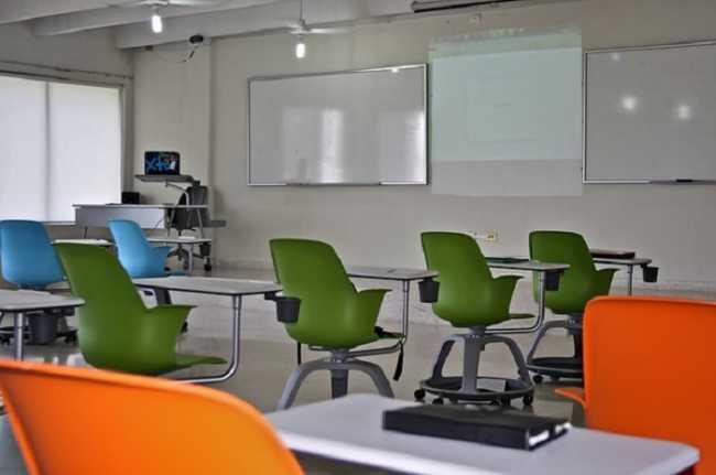 scuola aula sedie